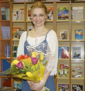 1 Поэт, автор и исполнитель песен Мария Олейник.