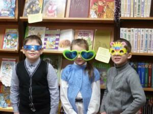 Веселая фотосессия «Мартышки и очки»