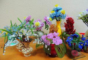 Такие цветы может сделать своими руками